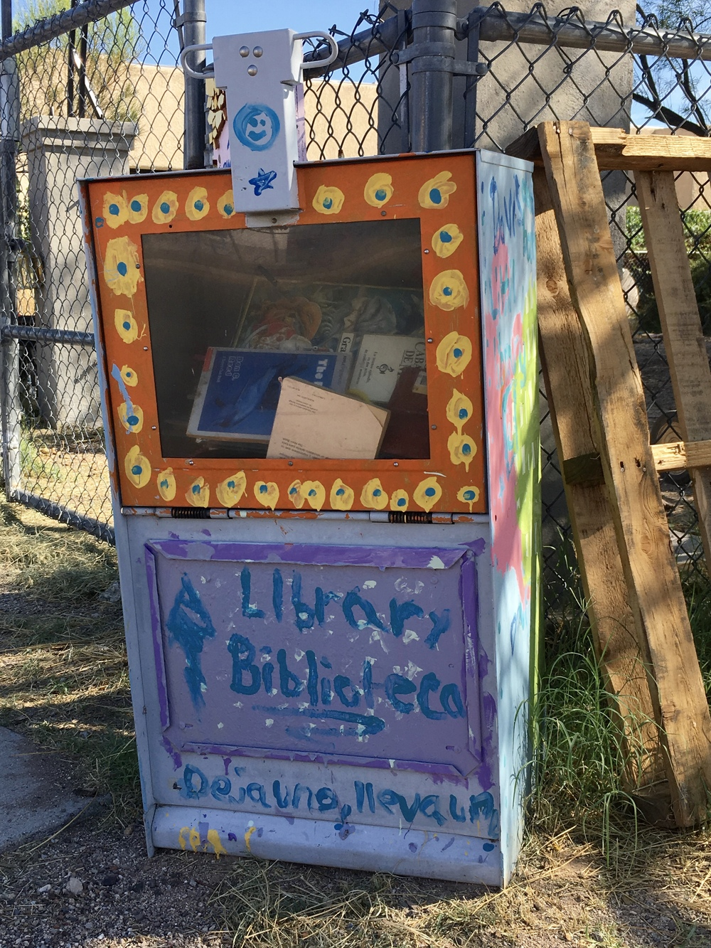 """Davis Bilingual Magnet School's box next to its garden is filled with children's books. Three reads:  """"Un Grillo en Times Square"""" by George Selden. A grillo is a cricket.  """"Night of the Ninjas"""" by Mary Pope Osborne.  """"Animorphs: La Invasion"""" by K.A. Applegate."""