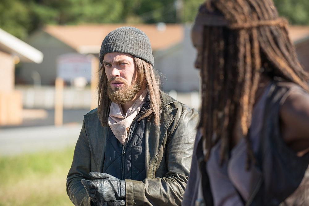 Michonne-and-Jesus-in-The-Walking-Dead-Season-6-Episode-11.jpg