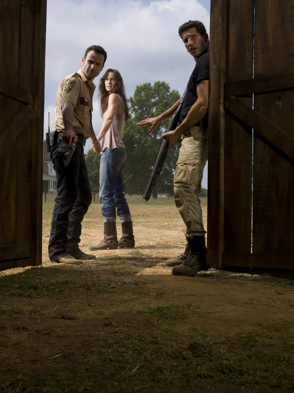 The-Walking-Dead-Andrew-Lincoln-Sarah-Wayne-Callies-Jon-Bernthal.jpg