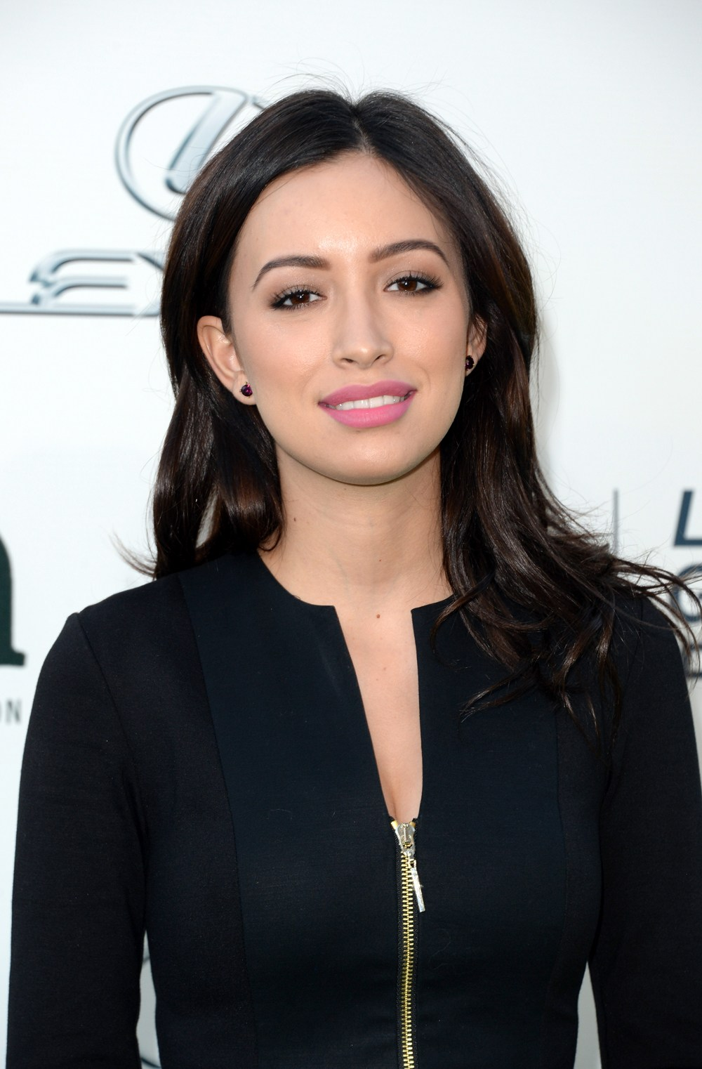 Christian-Serratos-as-Rosita-on-The-Walking-Dead.jpg