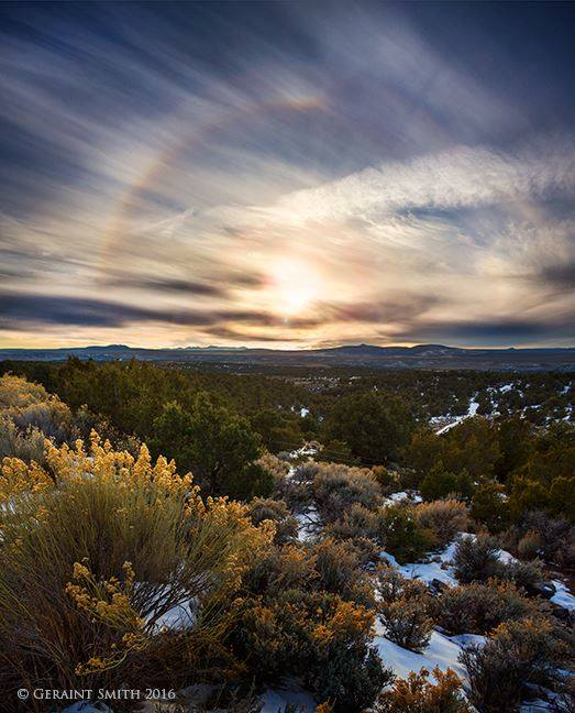 Photo by Geraint Smith A week of sundogs and solar halos continue aroundd my neck of the woods. Arroyo Hondo.