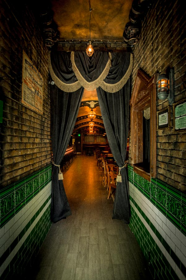photos_whitechapel_hallway.jpg