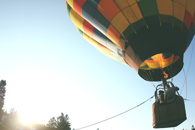 hot-air-balloon-401545_640.jpg