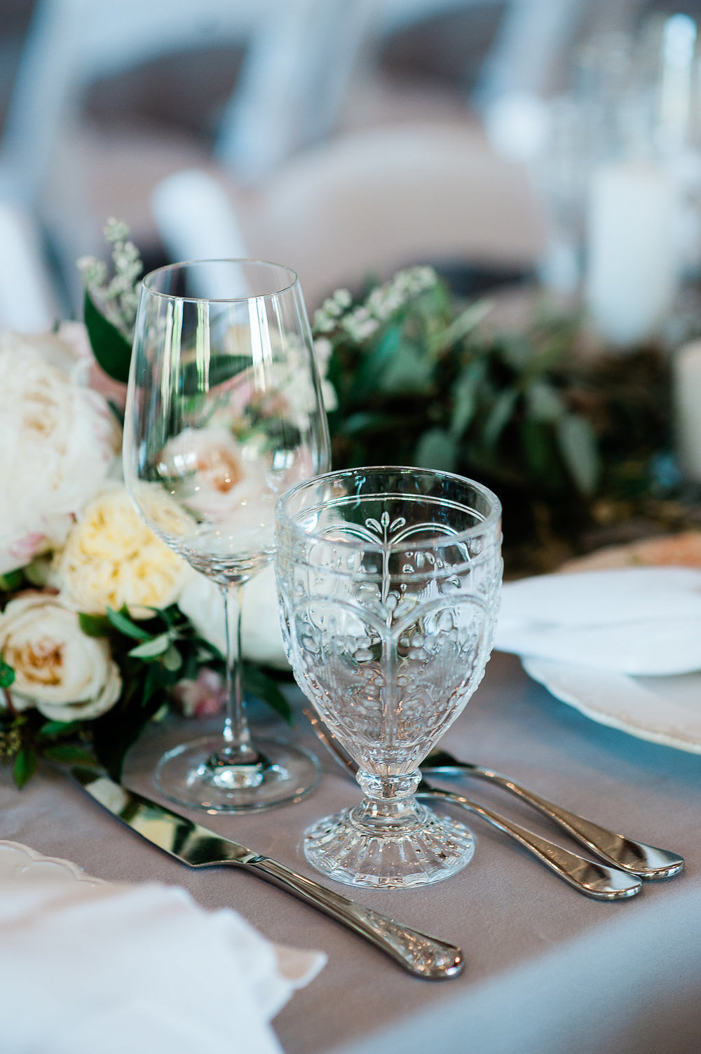 Park Winters Summer Wedding | Indoor Reception | Barn Wedding | Neutral Wedding | Wedding Tablesetting | Vintage Glassware
