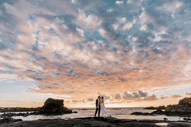 Being deeply loved by someone gives you strength, while loving someone deeply gives you courage! @jotsofthoughts @flowersbyheidi @dduron @shetyonk . . . . . #fletch #fletchphotography #strictlyweddings #hawaiieventphotographer #pacificweddings #100layercake #junebugweddings #hawaiiweddingphotographer #hawaiiphotographer #bigislandphotographer #bigislandweddingphotographer #luxurylifestyle #brideandgroom #beautifuldestinations #hawaiidestinationwedding #dreamweddings