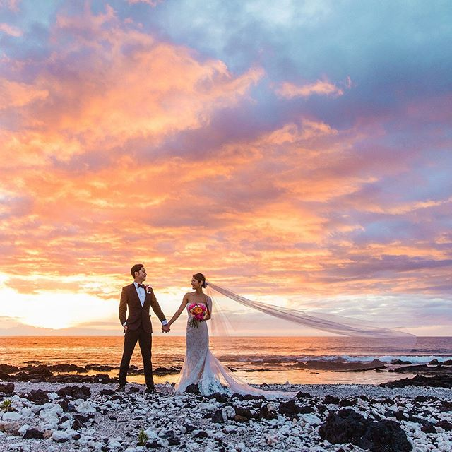 Rolling into Thursday with some of that Hawaii magic @fairmontorchid @fairmontorchidweddings @fletchphotography @ainahuaflorals . . . . . #hawaiibrides #theknotwedding #strictlyweddings #pacificweddings #wedhawaii #hawaiiphotographer #hawaiiweddingphotographer #brideandgroom #hawaiibeachwedding #destinationweddings #hawaiidestination #hawaiisunset #100layercake #stylemepretty #radcouples #belovedstories