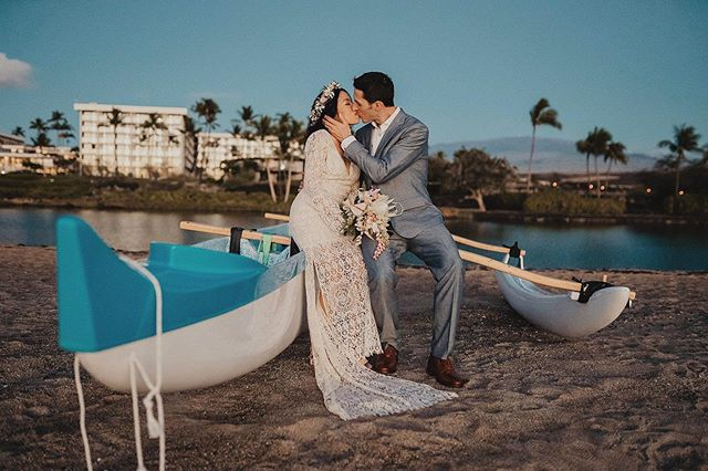 No matter where, when or how, find moments you enjoy together! @waikoloabeachmh @graceflowershawaii @isleloveweddings @fletchphotography . . . . . . #hawaiiphotographer #strictlyweddings #pacificweddings #100layercake #hawaiidestinationwedding #hawaiiweddingphotographer #hawaiidestinationwedding #hawaiilife #nakedhawaii #hawaiidreams #hawaiibeachwedding  #dreamingofyou #hawaiidreaming #theknot #belovedstories #radcouples