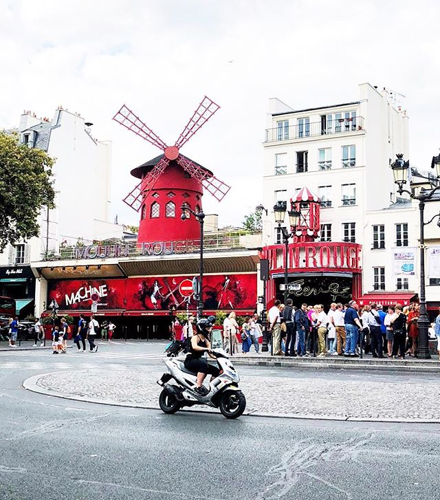 How wonderful life is, when you're *traveling* the world. #paris #france #moulinrouge