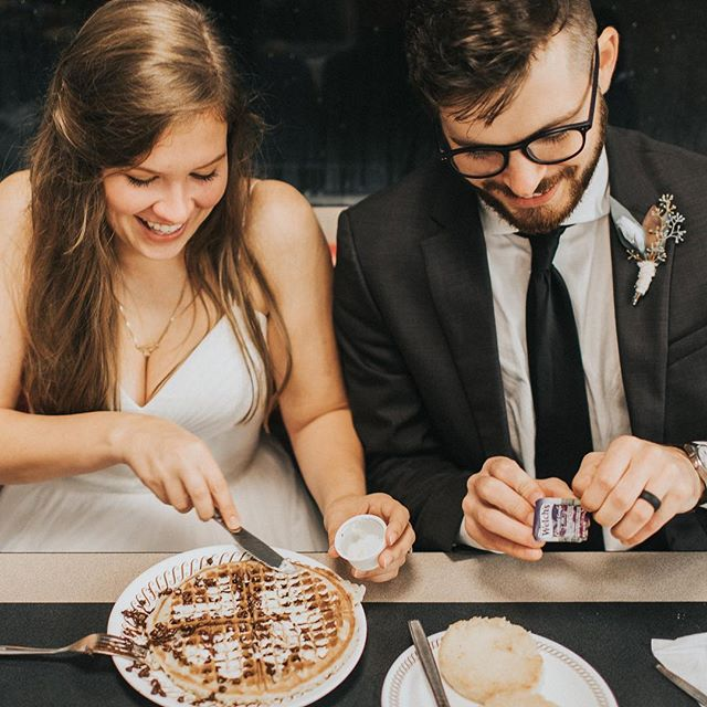 every time I look at Rachel & Chase's wedding photos I want waffles but every time I ask Rach if she wants waffles she's already eaten 🤬