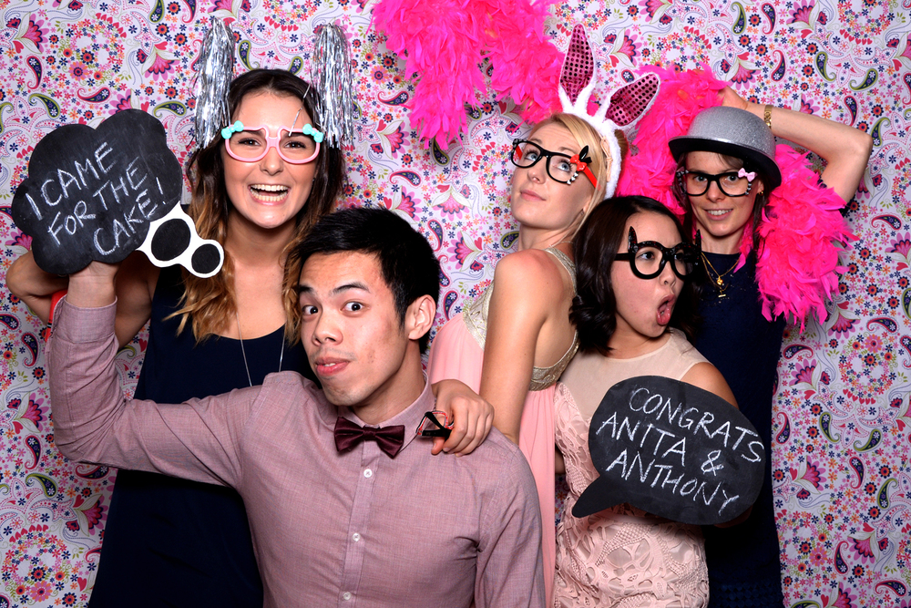 bearbooth-photobooth-backdrop-pink-floral.jpg