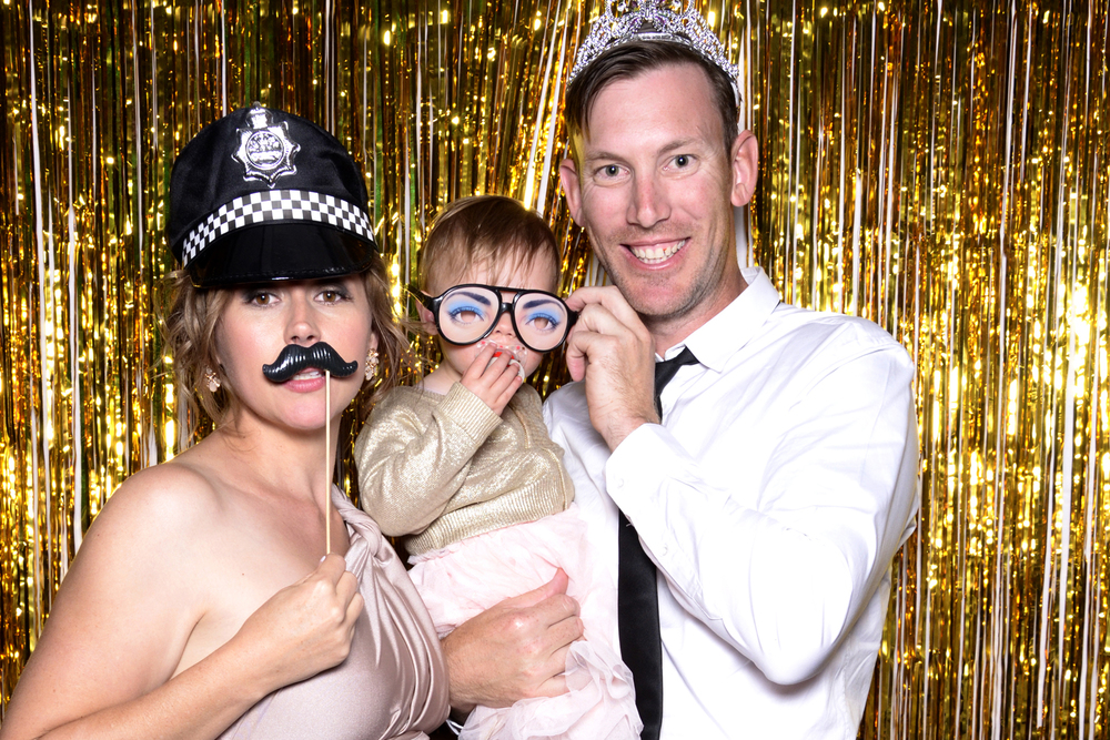 bearbooth-photobooth-backdrop-gold-fringe.jpg