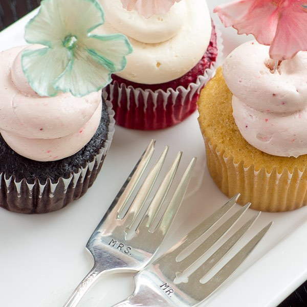 Let's shimmy on back to my very first photo shoot ever for Aspen Charm Cakes & Pastries circa 2014 - nothing ever wrong with cupcakes with blossoms to match. I love the silverware I purchased from Etsy for my brides! Do you have special cutlery for your couples at your consults?