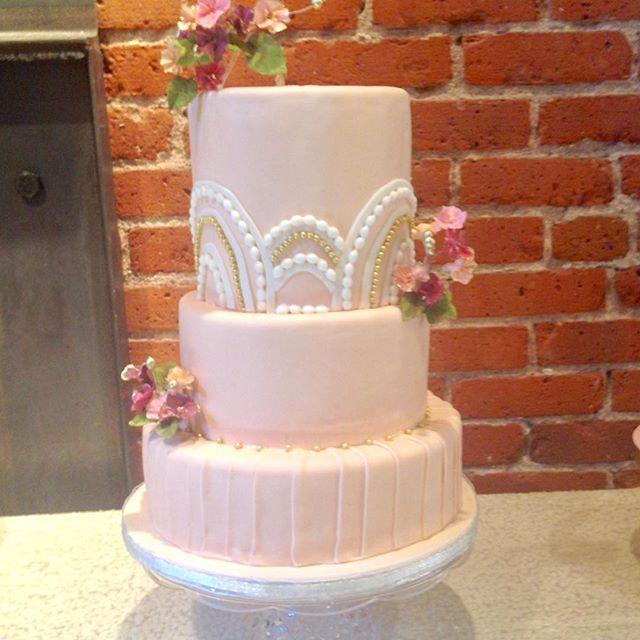 Perfectly Peach Wedding Cake with a Splash of some Glam 💎