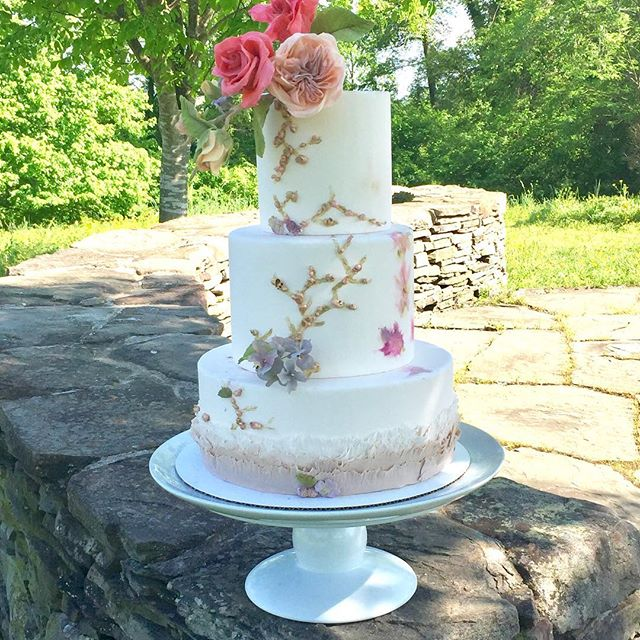 Headed back to River Farm in D.C. for a Wedding Cake Intensive with @maggieaustincake 💕