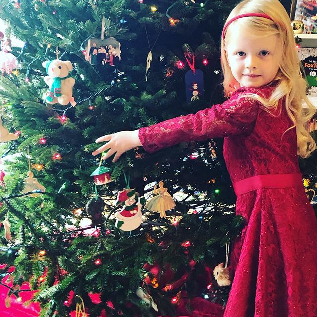 When you love the Christmas tree so much you have to give it a hug. 🎄❤️😍