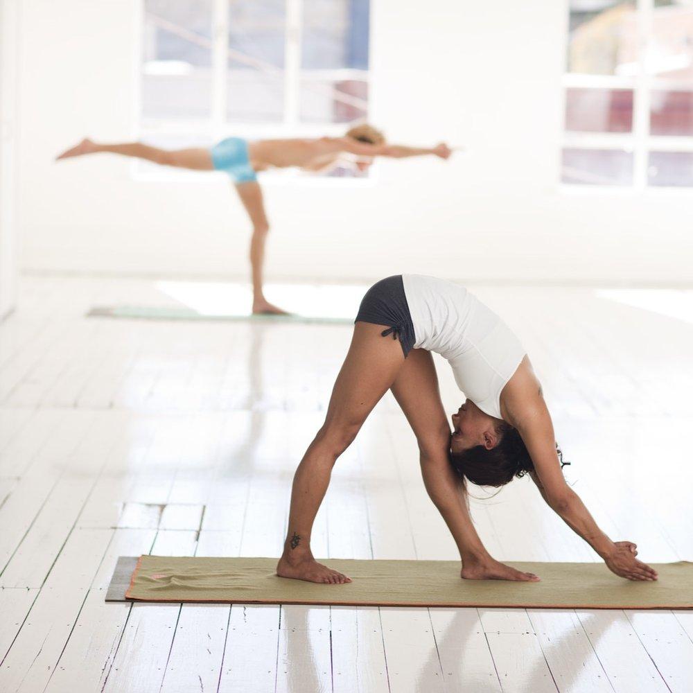 yoga-2959233_1920.jpg