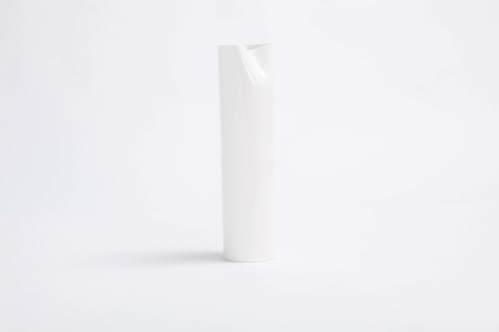 bodo_sperlein_white_sculptural_Large_vase_dented_2.jpg