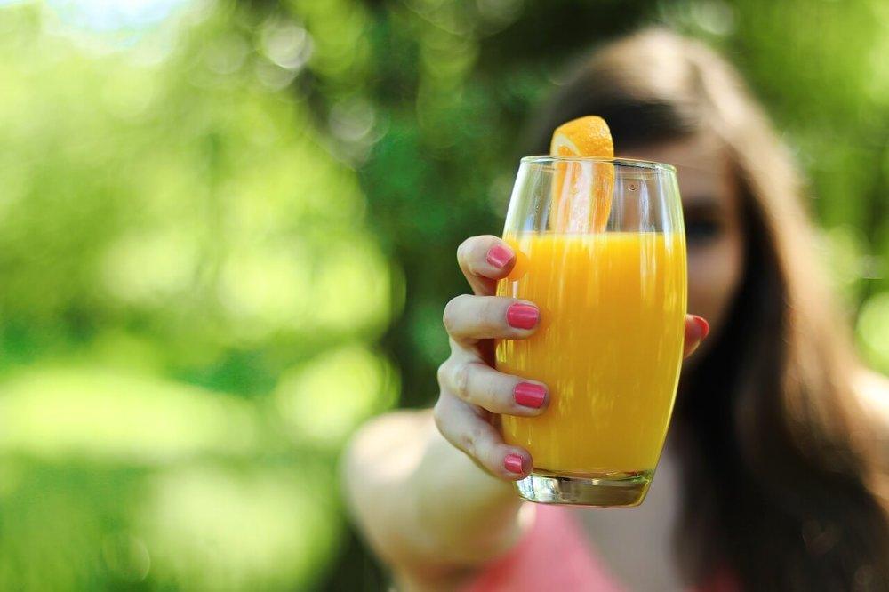 Fruchtsaft ungesund yoga.jpg