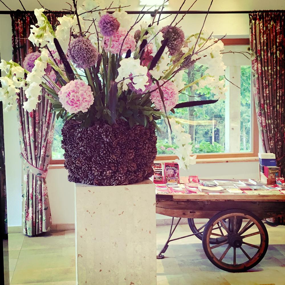 Blumen_Eingangsbereich_Rasmushof.jpg