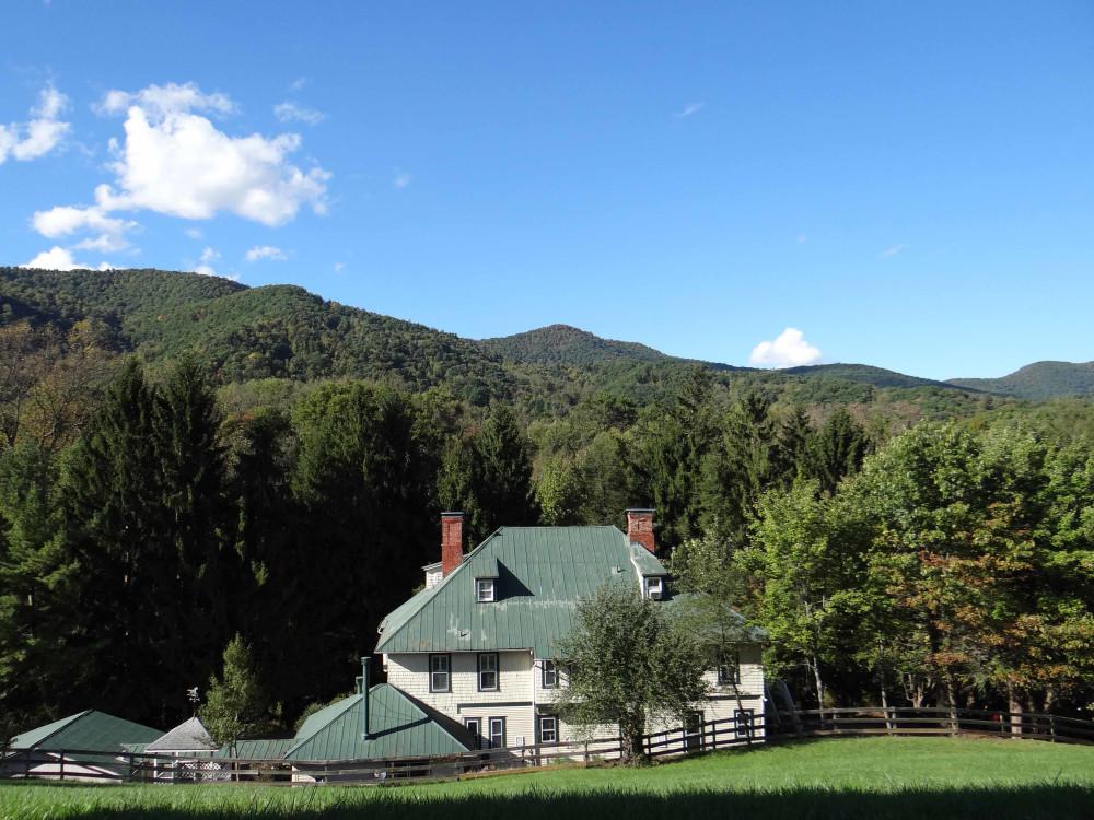 Engadine Inn & Cabins