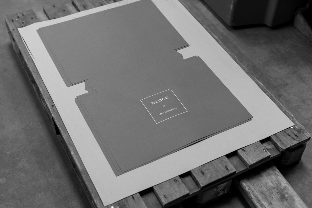 de Dolomieu BLOCK Marble Laptop Stand Packaging DSC-7057.jpg