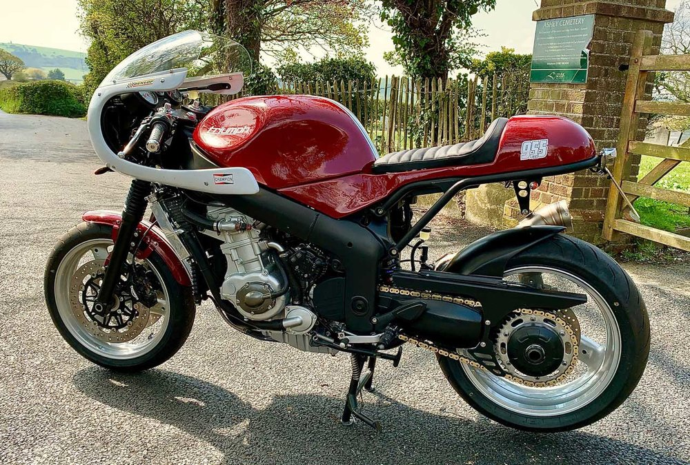 Triumph-955-Cafe-Racer-Kit-Red.jpg