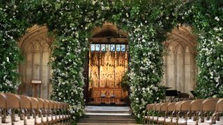 skynews-chapel-flowers-royal-wedding_4314398.jpg