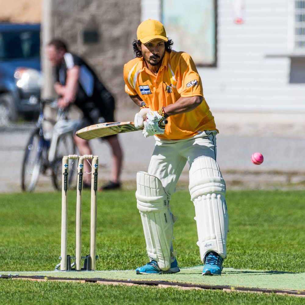 Krikettiä - pallopeleissä pallo on ihan kiva saada mukaan kuvaan (D500+200-500mm)
