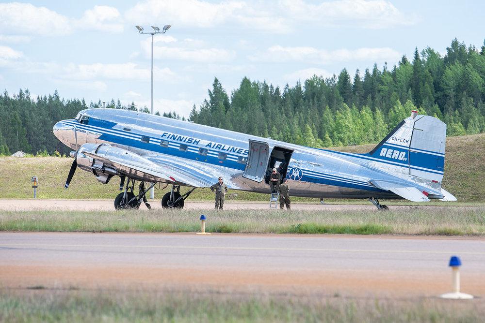 Douglas DC-3C oli luonnollisesti myös kulmilla