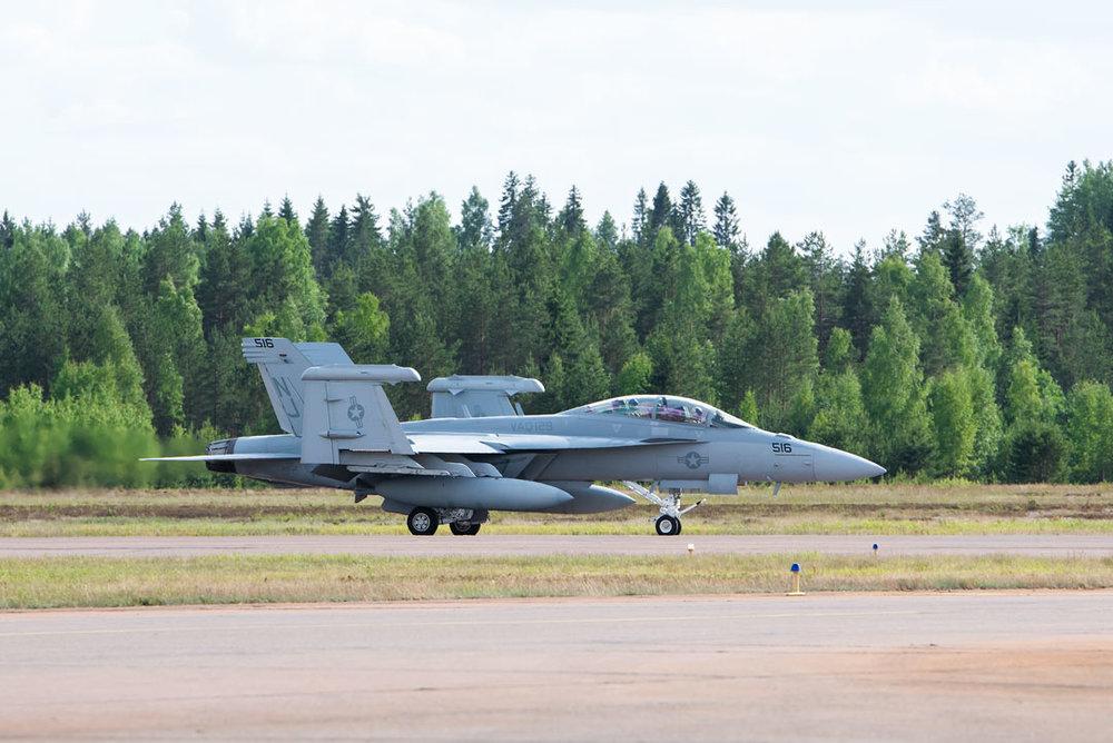 Boeing EA-18G Growler - siivet taittuvat ylös, kätevää ainakin lentotukialuksella