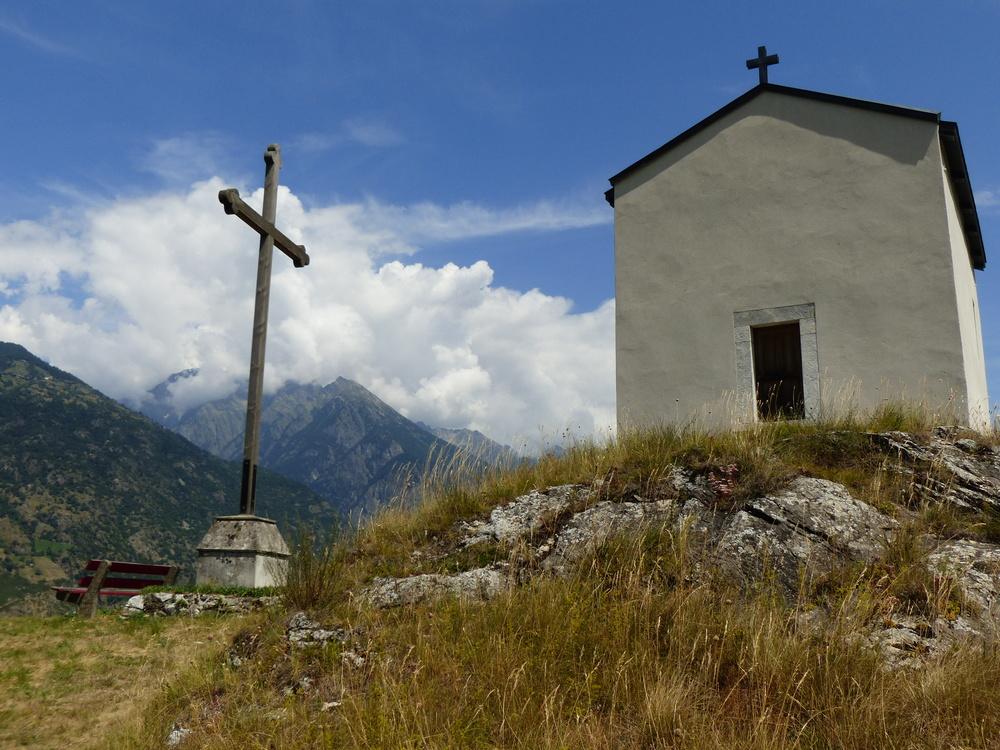 Kapelle mit Kreuz.JPG