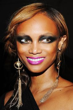 Would good lighting have saved Tyra Banks from this look? We'll never know…