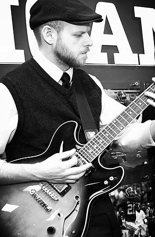 JOHN HOLAWAY : Guitar
