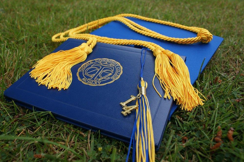 graduation-907565_1280.jpg