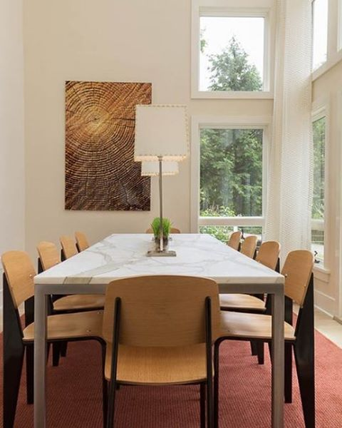 We hope everyone stays safe today from the wind today! Dining room in Stratton, VT. Design by @forehand_lakedesign