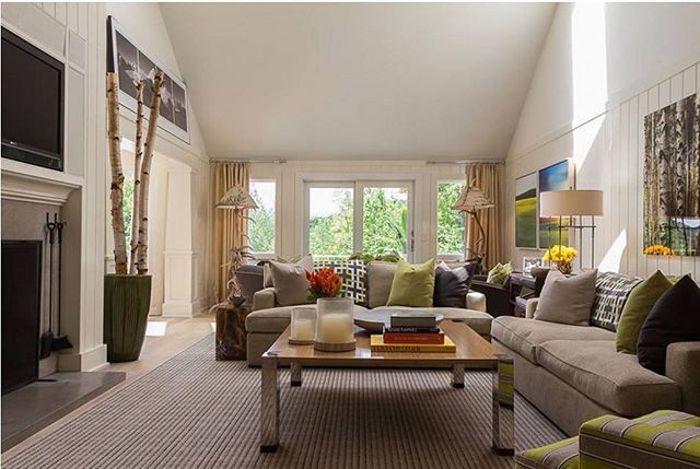 Family Room with pops of refreshing green. Design by Forehand + Lake @forehand_lakedesign
