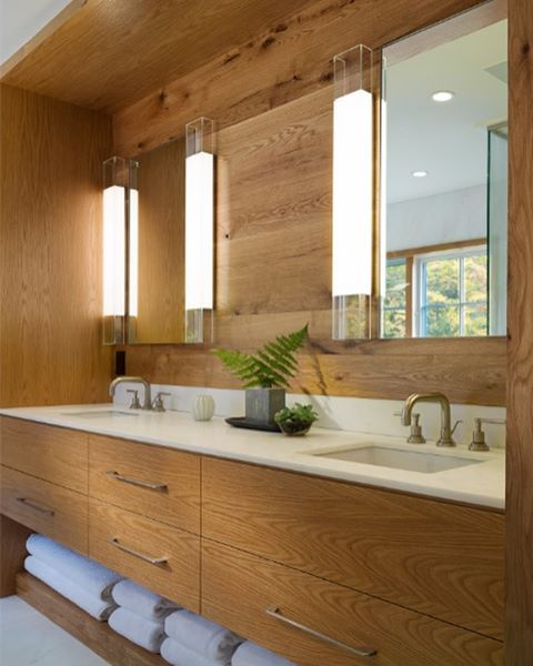 It's Friday and we are IN LOVE with this crisp & contemporary bathroom. Design by Forehand + Lake @forehand_lakedesign. Photo by Durston Saylor