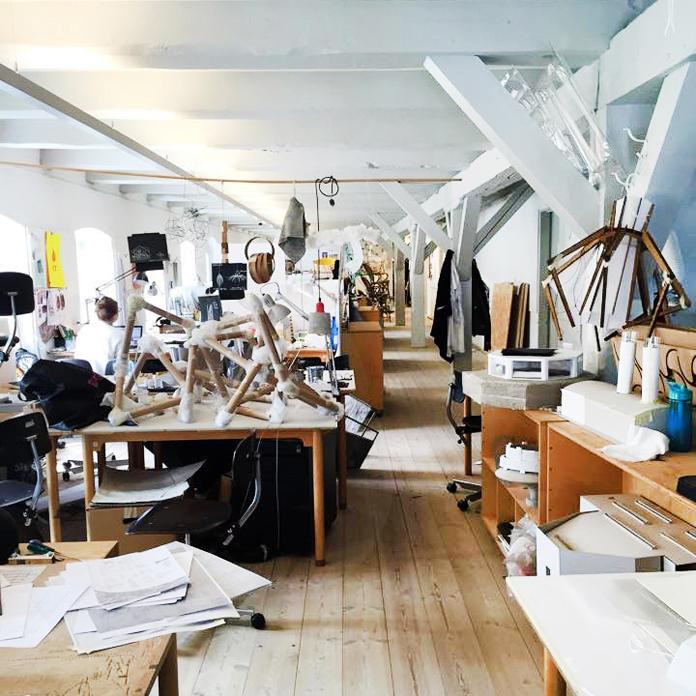 Studiepladser på møbel og tekstil.