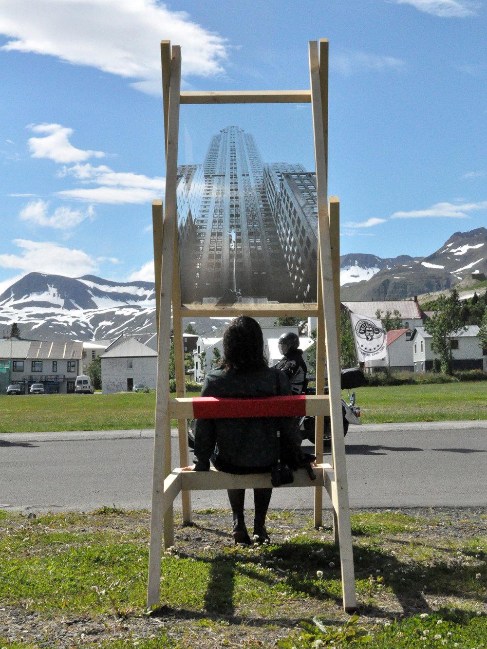 Manhattan Project (2014): Deltagere opførte Chrysler Building i Siglufjörður, som kunne opleves fra to udkigsposter i byen. Idéen kommer fra det faktum, at byens gadesystem er inspireret af Manhattans.