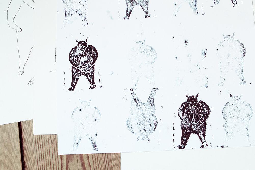 Nogle af Hans' mange tegninger og linoliumstryk-tests.