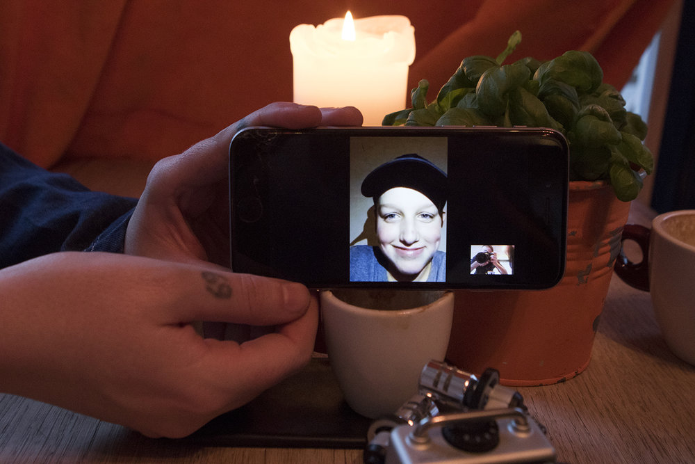 Andreas på Facetime | Foto: I DO ART Agency.
