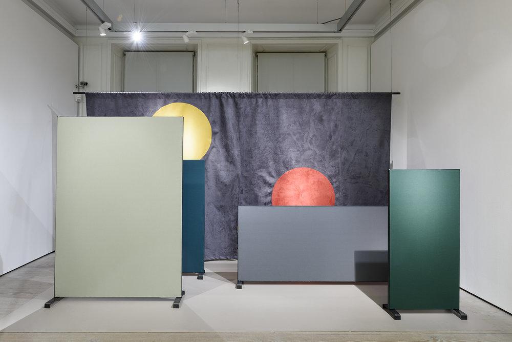 Hannah Anbert: Karrierekabaret, 2017, Installationsbillede fra Extract, GL Strand. Foto: Alastair Philip Wiper.