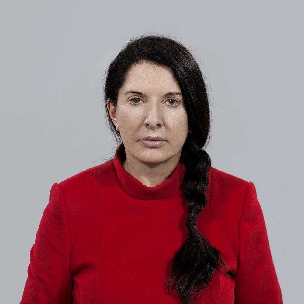 Marina Abramović, The Artist is Present, Performance, 3 måneder/months, The Museum of Modern Art, New York, NY, 2010 © Marina Abramović. Photo: © Marco Anelli. Courtesy of the Marina Abramović Archives.