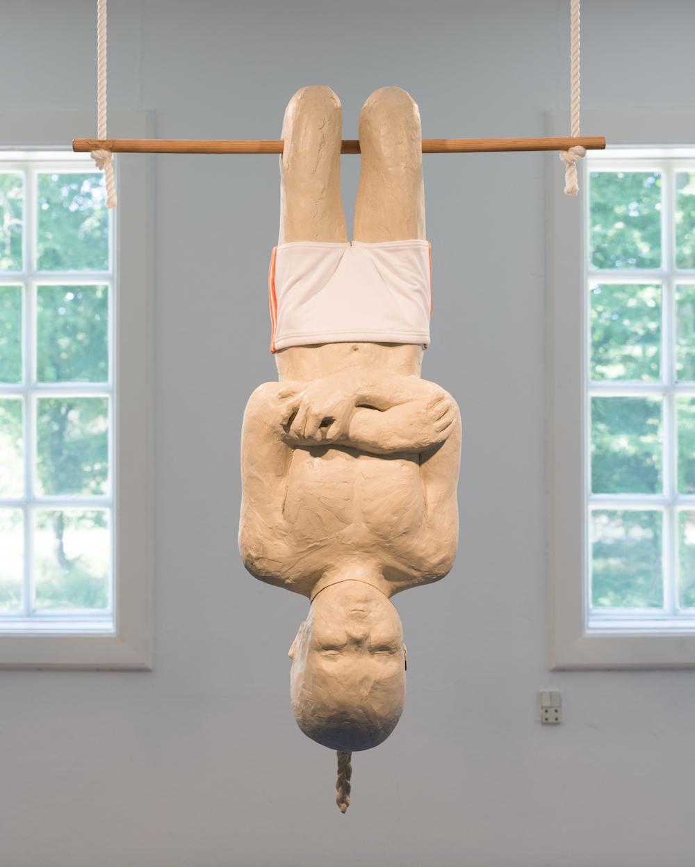 """Charlotte Gyllenhammar """"Knäveck"""", 2003 (Polyester, stof, guldkæde, træ og madras). Photo by David Stjernholm."""