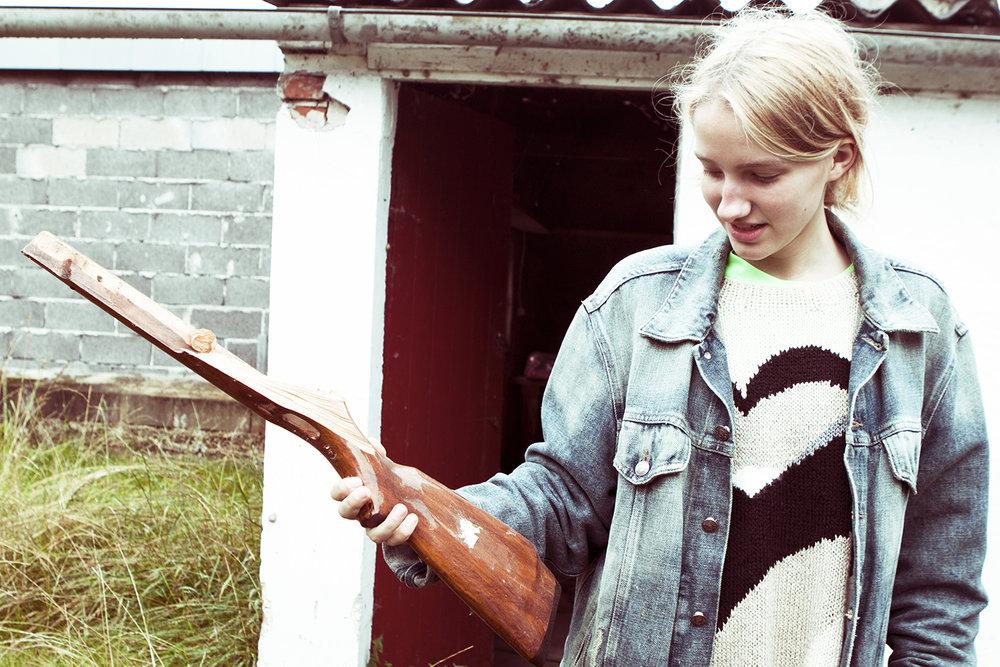 Rester af et gammelt gevær fundet i husets eneste ikke aflåste rum – skuret.