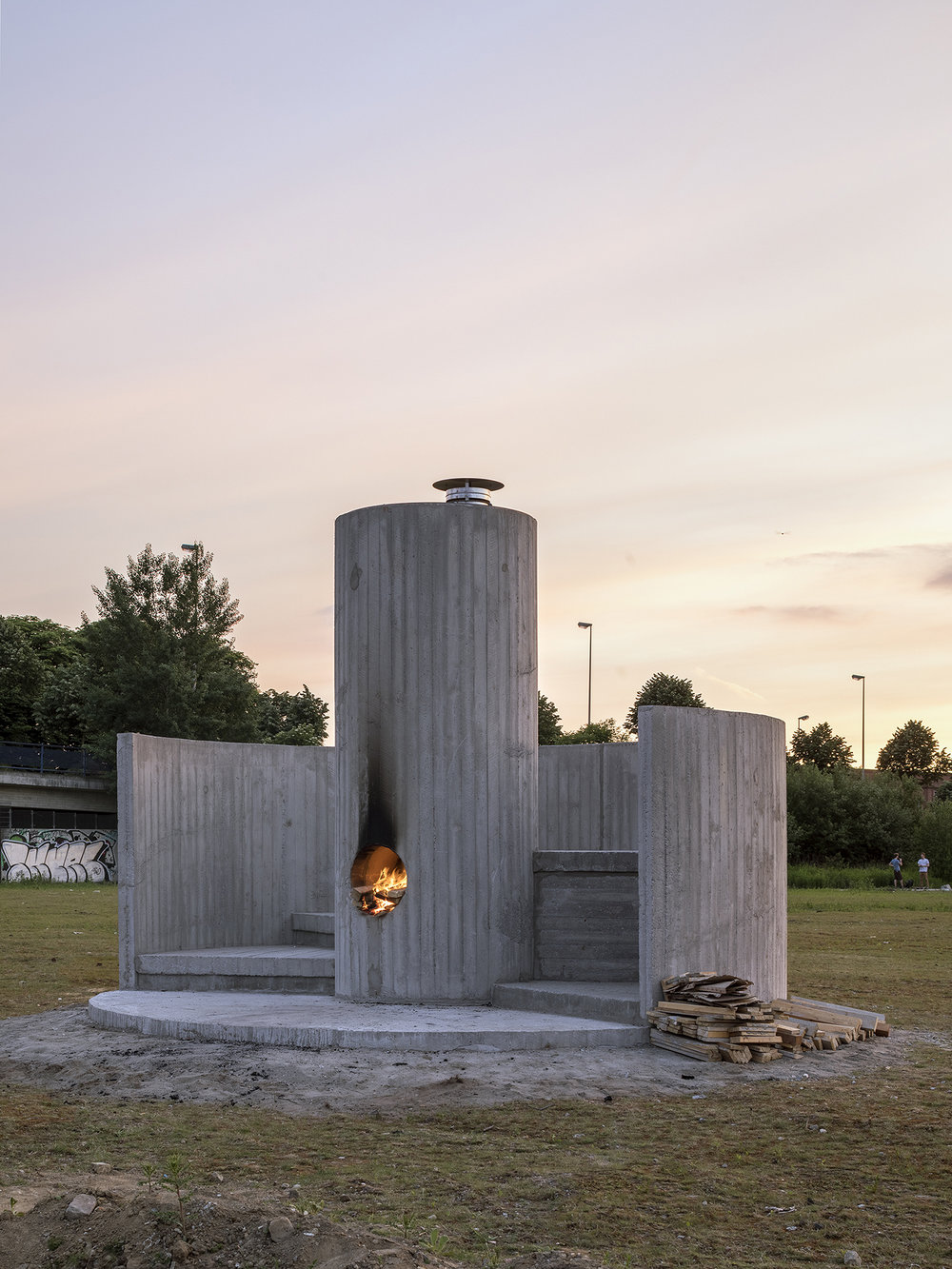 Oscar Tuazon, Burn the Formwork © Skulptur Projekte 2017. Photo: Henning Rogge.
