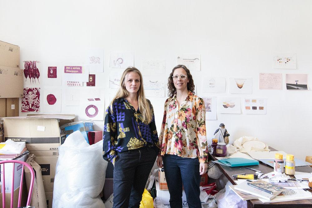 Vibeke Mejlvang (tv) og Sofie Hesselholdt (th) | Foto © I DO ART Agency.Hesselholdt & Mejlvangs atelier | Fotos © I DO ART Agency.