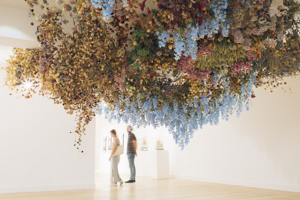 """Rebecca Louise Law """"Still Life"""", 2016. Foto © Katherine Mager and Broadway Gallery."""