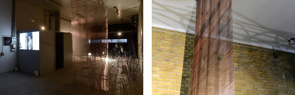 Tv: Øjet (installation view). | Th: Øjne, 2018 (detalje). Print på polyester, 130x414cm. Fotografisk gengivelse af træværket på mit barndomsværelse overført til stof. Foto: Heidi Hove.
