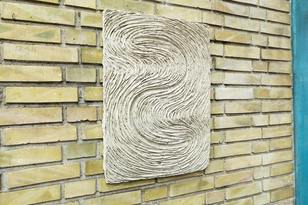 """Lydia Hauge Sølvberg """"Uden titel"""", 2018. 64x46 cm, Gips."""